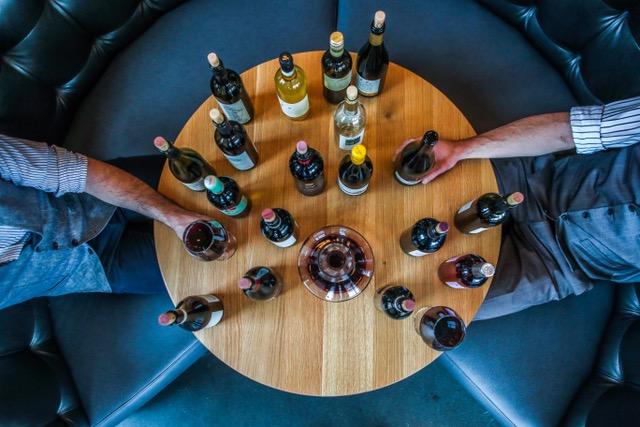 Proeverij, wijnproeverij, wijn, rode wijn, witte wijn, rode wijn proeverij, witte wijnproeverij, proeverij bekende druiven, wijnproeverij onbekende druiven, wijnbox, wijnquiz, SDEN1, SDEN2, Wijnvignet, Wijnoorkonde