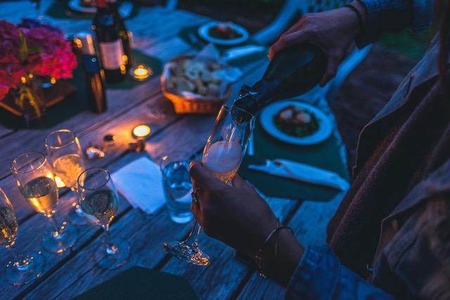 Zomerborrel, buiten wijn proeven, wijnproeverij, haarlem, amsterdam, rotterdam, wijnspijs, wijnquiz, bekende druiven, onbekende druiven, wijnproeverij op locatie, wijn, bubbels,