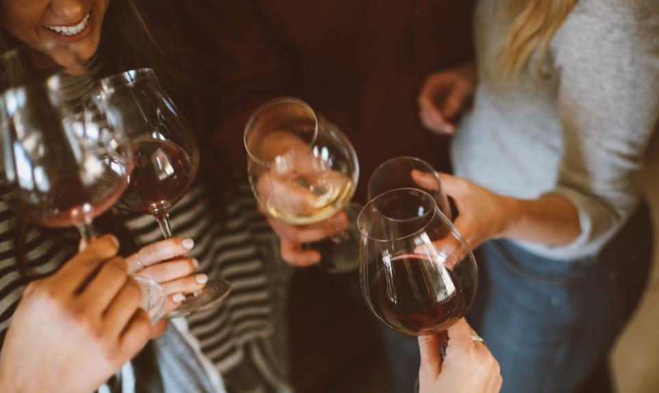 Op burendag een wijn proeverij bij u op locatie met viqh aan huis. gezellig met de buren samen wijn proeven.