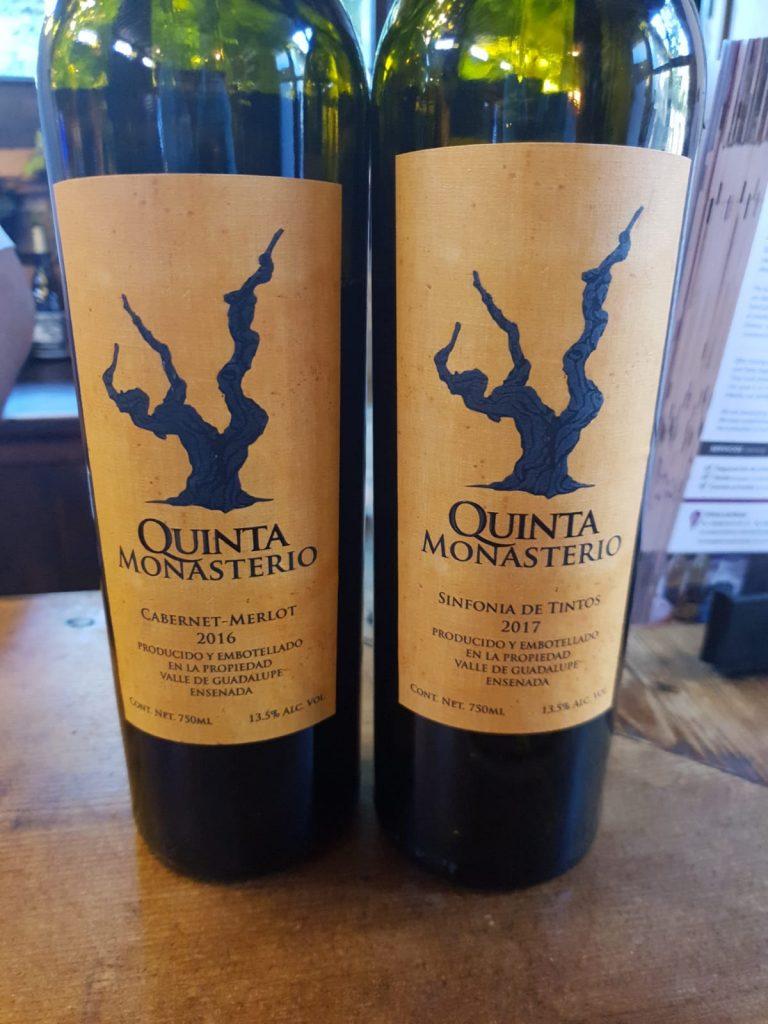 2 van de kwaliteitswijnen van Quinta Monasterio. De blend van de Cabernet Sauvignon & Merlot uit 2016 en de Sinfonia de Tintos uit 2017, afkomstig uit de Mexicaanse wijngaarden