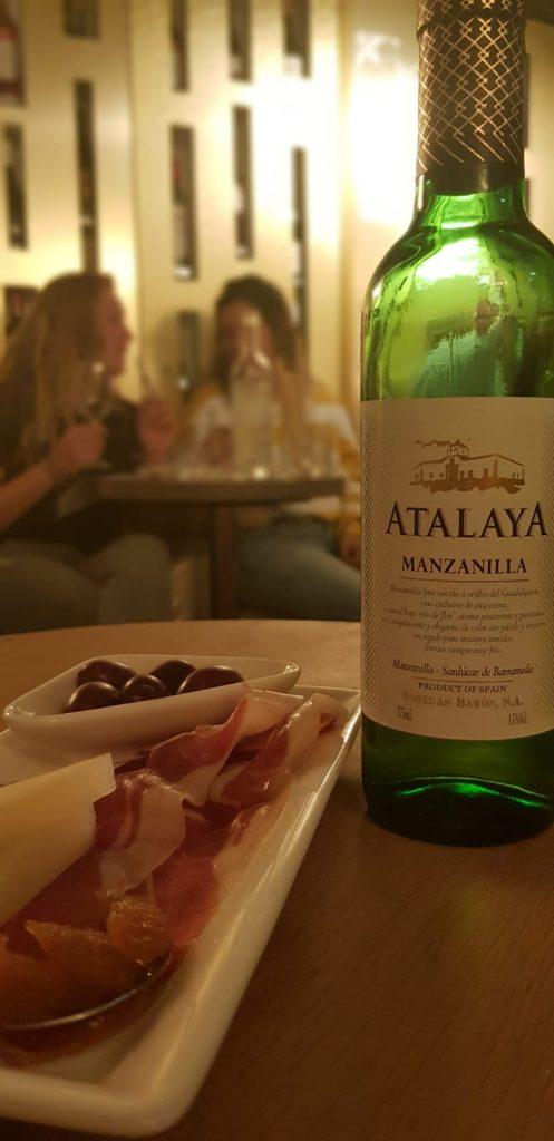 Tijdens de Spaanse wijnproeverij mocht de Sherry natuurlijk niet ontbreken. Deze werd begeleid door wat Manchego kaas.