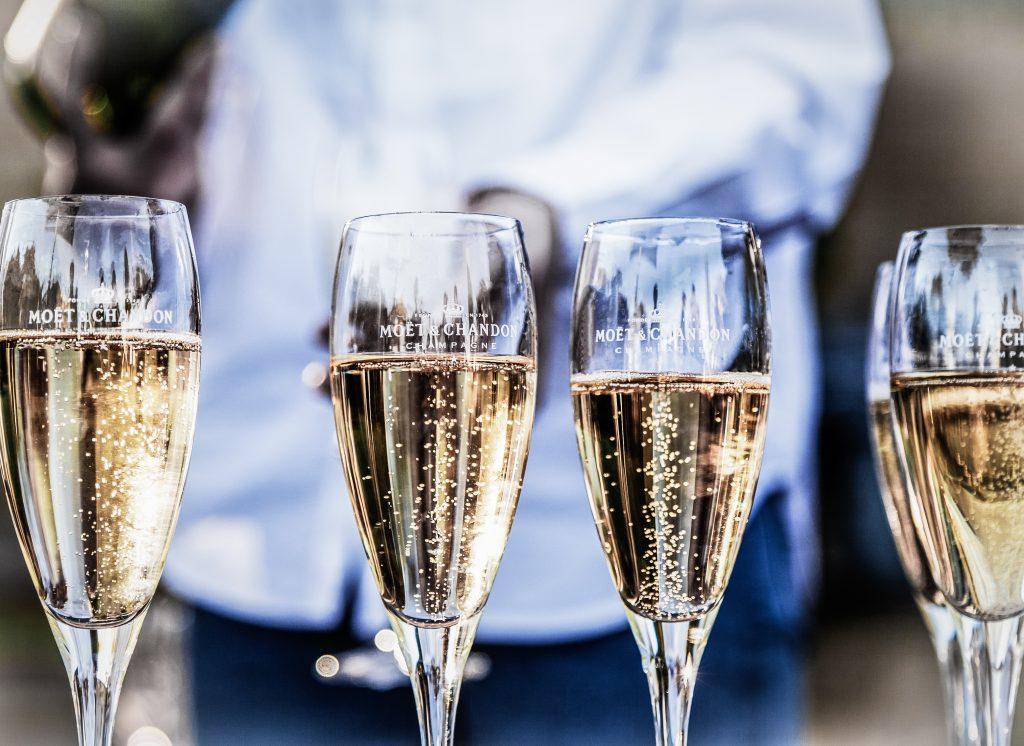 Liever genieten van een wijnproeverij mousserende wijnen bij u op locatie tijdens uw nieuwjaarsreceptie of eindejaar borrel? Ook dat kan!