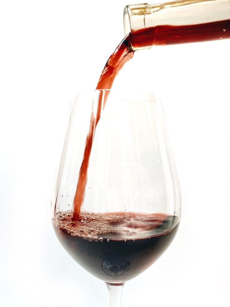 Een klassieke franse Rhône blend neemt het in de battle tussen de wijnlanden op tegen een Zuid-Afrikaanse variant. Welke zou u kiezen?