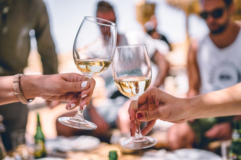 De Vermentino is een heerlijke voorjaarswijn. met wie geniet u van deze Italiaanse wijn?