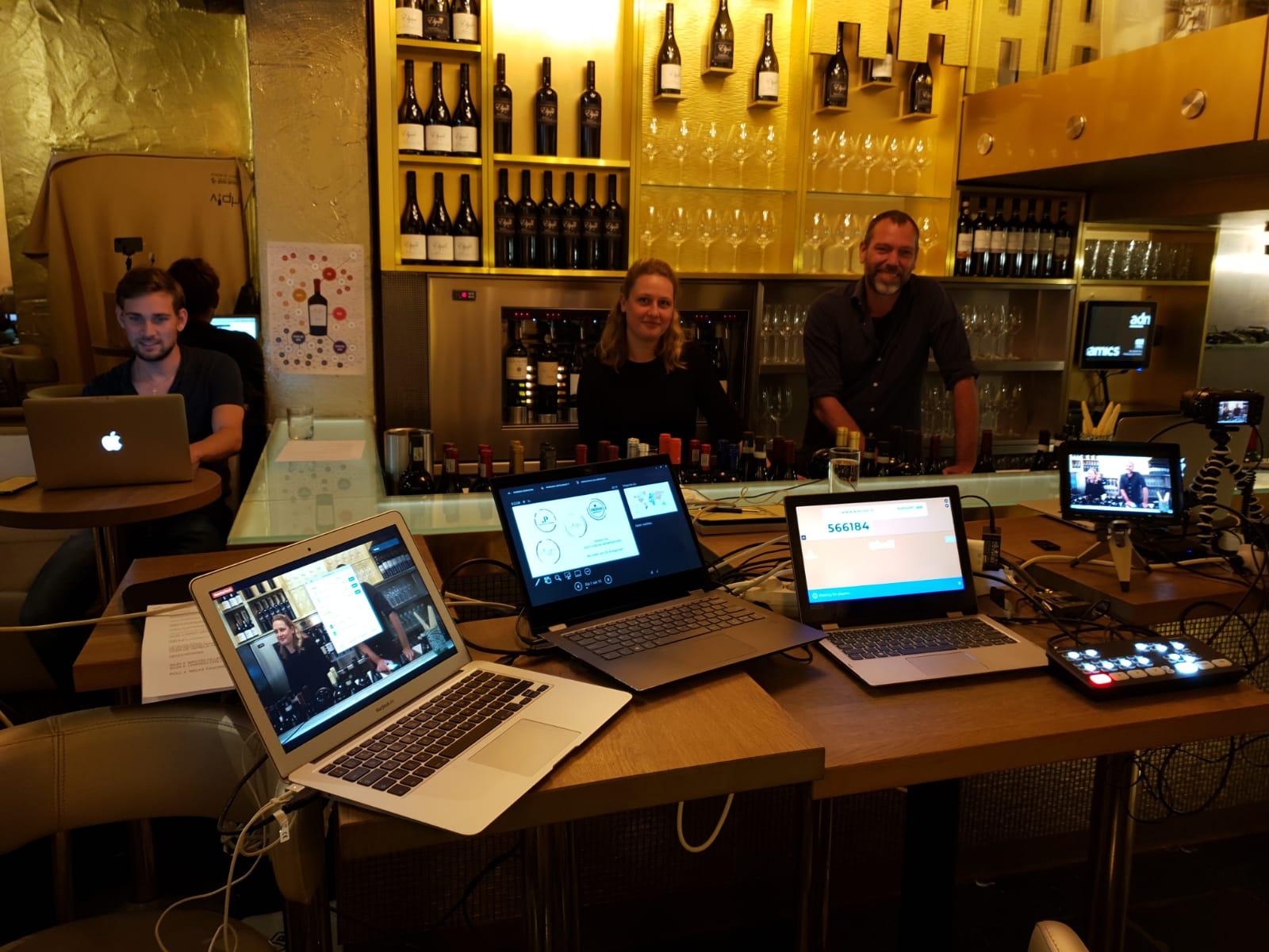 Maandelijks organiseert wijnbar VIQH samen met VIQH aan Huis een inspirerende wijnproeverij. Tijdens deze online wijnproeverij zullen wij steeds een ander wijnthema behandelen. Door heel Nederland kunt u deelnemen aan deze originele online wijnproeverij